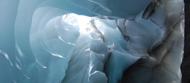 Iceland – icecave near Hrafntinnusker hut